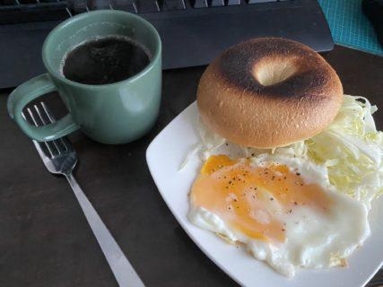 【画像】自炊ワイ、ビジホのビュッフェ風の優雅な朝食を作ってしまうwwwywwwy