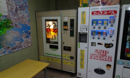 コインランドリーで200円夜食最高すぎてワロタwwwwwwwwwww