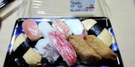 【最高】ラ・ムーさんに売ってる300円のパック寿司wwwwwwwwwwwwwww