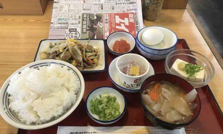 【速報】ぐおおおお!!競馬新聞にぎりしめて地元の食堂で朝飯食うぞwwwwwwwwwww