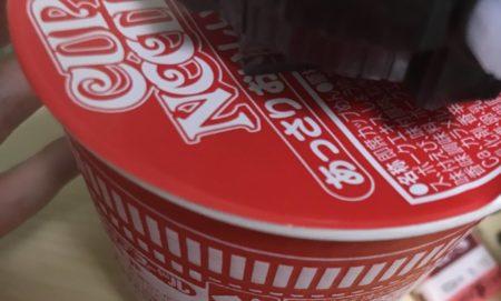 【夜食】休日前に食べる深夜のカップ麺は最高だよな!!!!!!!!!!!
