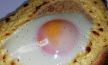【画像】目玉焼きトーストはふつう朝食べるよね???