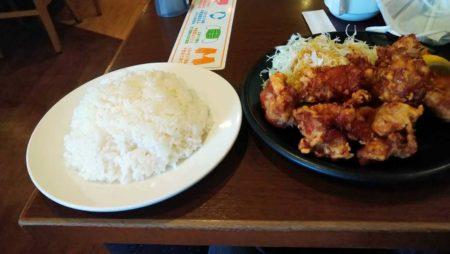 【画像】うおおおおお?!ガストさんの唐揚げ定食wwwwwwww