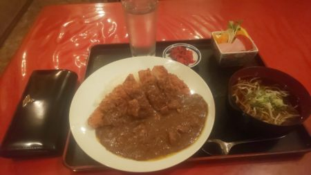 【朗報】蕎麦屋のカツカレー定食たべるよ!!!!!!!!!