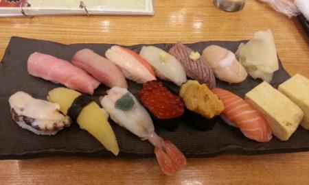 【画像】このお寿司1500円余裕で払えるよね?