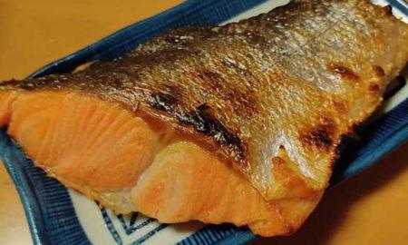 【速報】鮭、焼けるwwwwwwwwwwwwwwwwwwwwwwwwwwwwwww